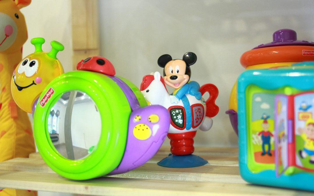 """""""Wspomagacze"""" w rozwoju. O gadżetach, zabawkach i akcesoriach dla niemowląt i dzieci"""